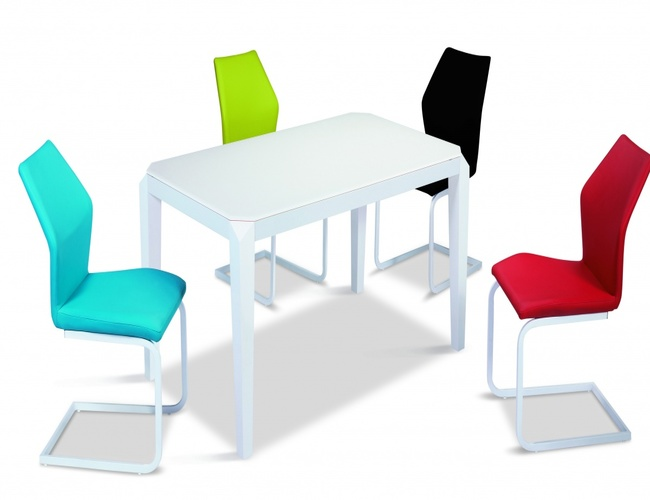 Fleming Super White Glass Top Table with Painted Wood Legs with 4 Chairs